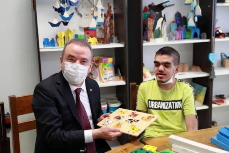 Büyükşehir'in engelli hizmetleri ödülle taçlandı